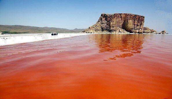 عکس| قرمزی دوباره دریاچه ارومیه