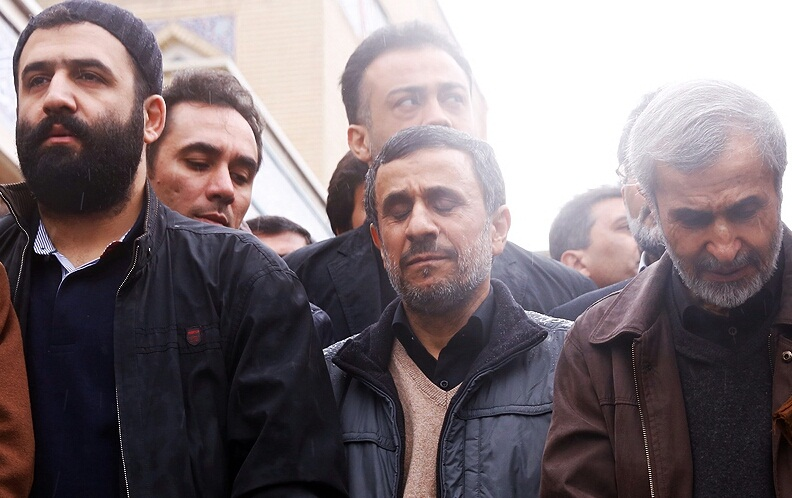 عکس : احمدي نژاد در کنار برادرش