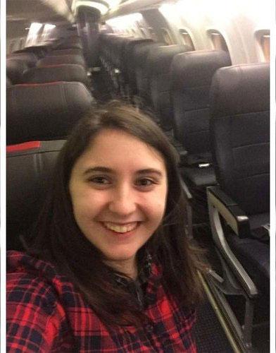 دختری که تنها مسافر هواپیمای ۳۰۰ نفره شد +عکس