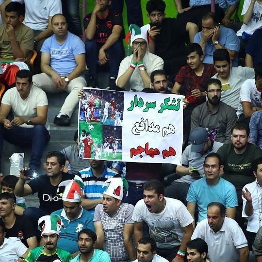 حمایت از سردار به سالن والیبال کشیده شد +عکس