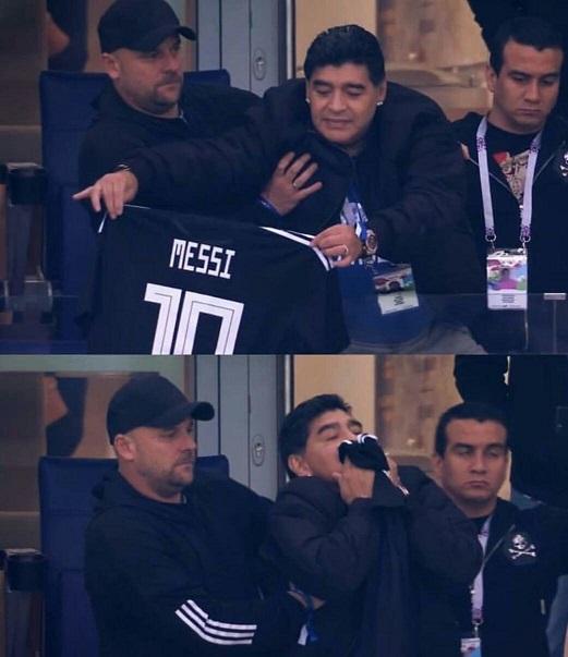 مارادونا درحال بوسیدن پیراهن مسی! +عکس