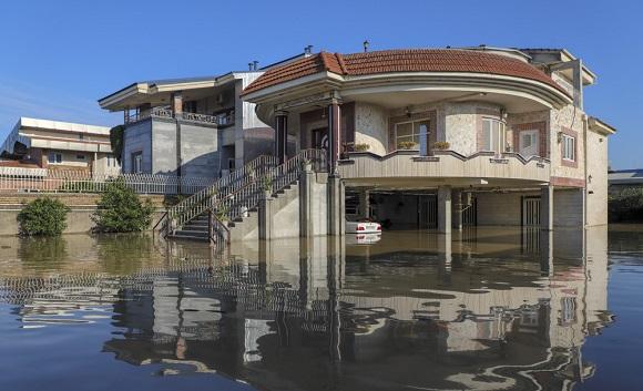 به زیر آب رفتن خانه های لوکس ویلایی در آق قلا +عکس